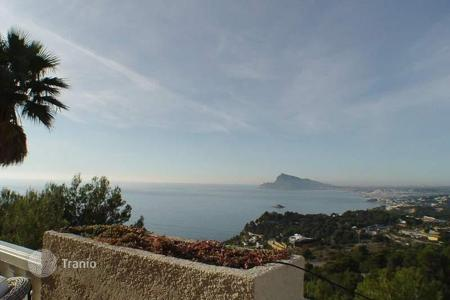 Houses for sale in Altea Hills. Refurbished villa of 3 bedrooms with infinity pool and sea views in Altea Hills