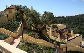 2 bedroom apartments for sale in Spain. Penthouse with a large terrace and a private garden, in a respectable district, close to the sea, Elviria. Excellent investment opportunity!