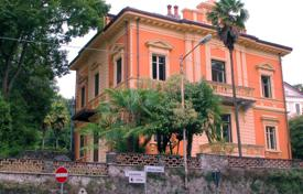 Maggiore lake. Verbania-Pallanza. A luxurious restored 18th century villa with garden is for sale for 2,800,000 €