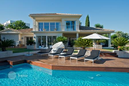 Luxury 5 bedroom houses for sale in Costa del Sol. Magnificent Frontline Golf Villa, Los Naranjos Golf, Nueva Andalucia (Marbella)