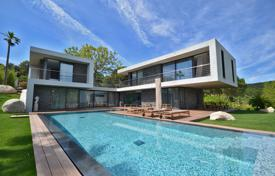 6 bedroom villas and houses to rent in Côte d'Azur (French Riviera). Ramatuelle — Contemporary property close to Club 55