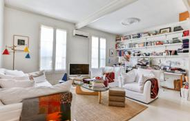 "Apartments for sale in L'Eixample. Beautiful apartment with a patio in the ""Golden Square"" of Barcelona, Spain"