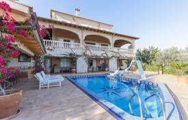Houses with pools for sale in Majorca (Mallorca). Chalet with a fireplace, large terraces, a pool, a garden, views of the mountains and the bay, Bunyola, Spain