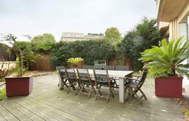 Luxury property for sale in Neuilly-sur-Seine. Neuilly-sur-Seine. A superb garden-level apartment.