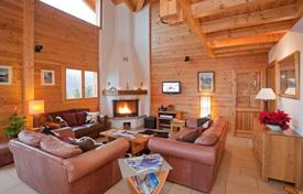 Property to rent in Verbier. Cozy two-level chalet of 6 bedrooms, with balcony, Jacuzzi on the terrace, sauna and ski room. Verbier, Switzerland.