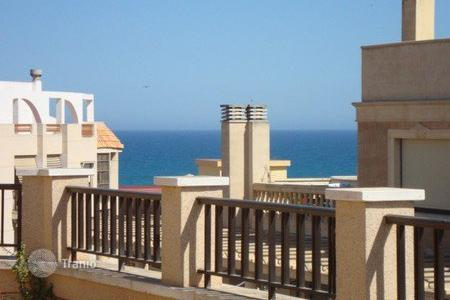 Cheap penthouses for sale in Spain. Furnished apartment in excellent condition in the center of Guardamar