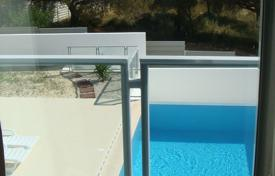Houses with pools by the sea for sale in Faro. Cottage with a swimming pool, in 400 meters from the ocean, Albufeira, Portugal