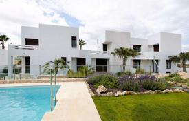 Property for sale in Algorfa. Sizable apartments of 2 or 3 bedrooms + garden, terrace and solarium in La Finca, Algorfa