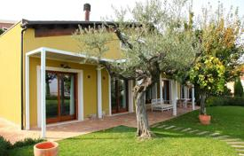 4 bedroom houses for sale in Abruzzo. New villa with a large garden and views of the old city center, Castello Chiola and the sea, in the center of Loreto Aprutino, Italy