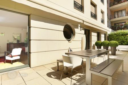 Residential for sale in 15th arrondissement of Paris. Paris 15th District – A near 100 sqm apartment with a terrace