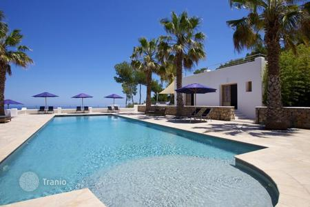 Houses with pools for sale in Balearic Islands. Villa – Balearic Islands, Spain