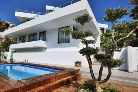 Houses with pools from developers for sale in Southern Europe. MODERN VILLA IN ALTEA HILLS