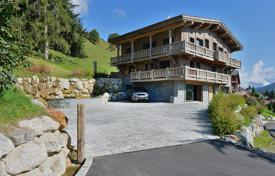 Luxury houses for sale in Auvergne-Rhône-Alpes. Amazing chalet — Close to the centre