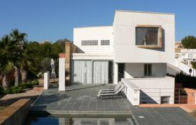 4 bedroom houses for sale in Valencia. Villa with basement and private pool in Orihuela Costa