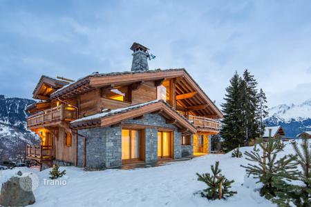 Houses for sale in Auvergne-Rhône-Alpes. NEWLY BUILT CHALET COURCHEVEL LE PRAZ