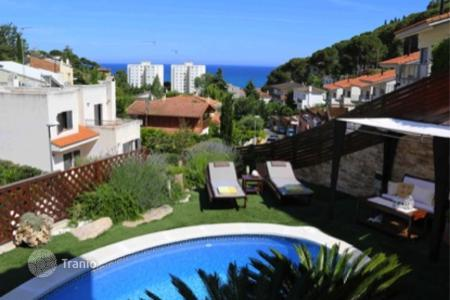 Houses with pools by the sea for sale in Barcelona. Townhome – Sant Pol de Mar, Catalonia, Spain