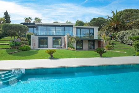 Coastal houses for sale in France. Beautiful villa with a garden and a swimming pool in Ramatuelle, Cote d`Azur, France