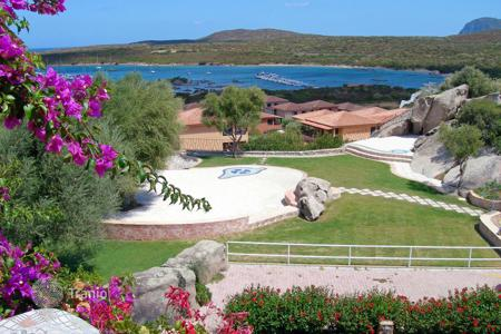 Coastal residential for sale in Sardinia. First floor apartment with sea view in one of the Sardinia most suggestive places