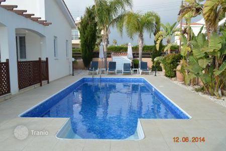 Coastal residential for sale in Chloraka. 3 Bedroom Villa, CHLORAKAS 50 meters to sea