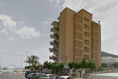Coastal commercial property in Benidorm. Apartment house on the first line from the sea in Benidorm