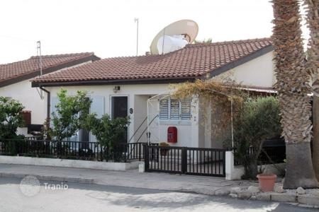 Coastal apartments for sale in Paphos (city). 2 Bedroom Spacious Bungalow, Walking Distance to the Beach — Tombs of the Kings