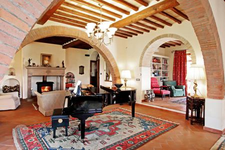 6 bedroom houses for sale in Tuscany. Estate with a swimming pool, a garden, and a guest house, Chiusi, Tuscany, Italy