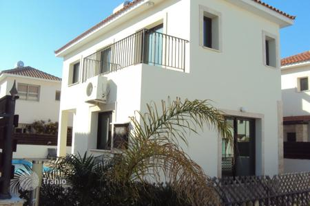 3 bedroom houses by the sea for sale in Paralimni. A 3 bedroom Detached House with Pool and Title Deeds in Kapparis