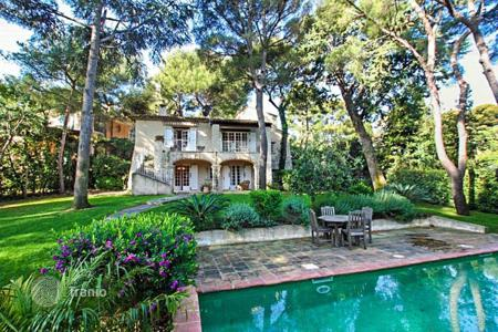 Luxury 5 bedroom houses for sale in Saint-Jean-Cap-Ferrat. Villa in the style of Provence in the heart of the peninsula of Cap Ferrat