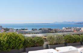 Apartments with pools for sale in France. Magnificent penthouse with stunning sea views