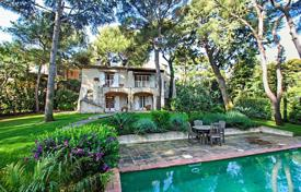 Houses for sale in Saint-Jean-Cap-Ferrat. Villa in the style of Provence in the heart of the peninsula of Cap Ferrat