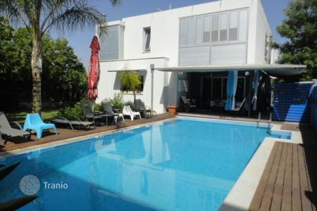 Houses for sale in Aglantzia. Four Bedroom Detached House with pool in Aglantzia