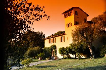 Luxury 5 bedroom houses for sale in Tuscany. Villa – Florence, Tuscany, Italy