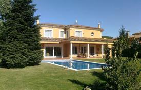 Property for sale in Mont-ras. Two-storey villa with a large garden, a garage and a swimming pool, Mont-ras, Spain
