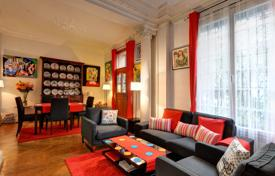 3 bedroom apartments for sale in Nice. Musiciens quarter, in a beautiful Bourgeois building, 127sqm