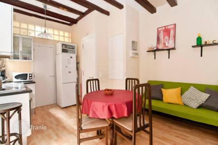 Cheap apartments for sale in Catalonia. Furnished one-bedroom apartment only 350 meters from the beach Barceloneta, in the center of Barcelona. High rental potential!