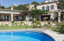 4 bedroom houses for sale in Castell Platja d'Aro. Comfortable villa with a pool, a garden and a barbecue area, with spectacular sea views, in a prestigious area, Castell Platja d'Aro, Spain