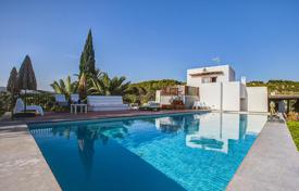 Property to rent in Santa Eulalia del Río. Spacious villa with a swimming pool, a garden and sea views, Ibiza, Spain