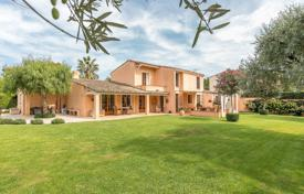 Luxury 3 bedroom houses for sale in Côte d'Azur (French Riviera). Cap d'Antibes — Charming provençal villa