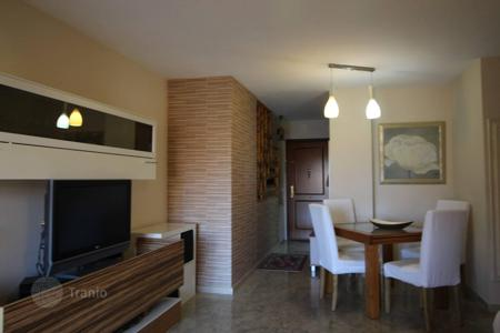 Cheap 3 bedroom apartments for sale in Costa del Sol. A lovely apartment-duplex located in a mountainous area on the outskirts of Fuengirola