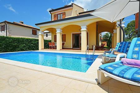 Houses with pools for sale in Porec. Exclusive villa on Krk