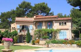 Luxury 2 bedroom houses for sale in Provence - Alpes - Cote d'Azur. Villa For Sale in Vallauris