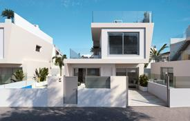 Houses for sale in Mil Palmeras. Detached villas with private pool 250 meters from the beach in Mil Palmeras