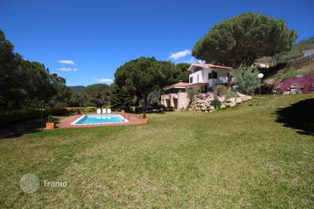 Houses with pools for sale in Costa del Maresme. Pure style! Cabrils, Coast of Barcelona