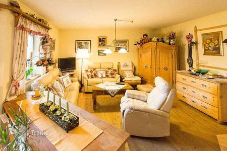 Property for sale in Kitzbuhel. Five-room apartment with a big balcony near the Golf Club and close to the ski resort, Aurach bei Kitzbühel, Tyrol