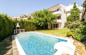 Houses with pools for sale in Sant Cebrià de Vallalta. Villa – Sant Cebrià de Vallalta, Catalonia, Spain