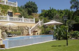 Houses with pools for sale in Istán. Villa for sale in Sierra Blanca Country Club, Istan