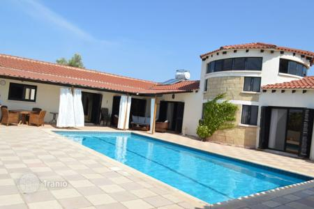 Chalets for sale in Paphos. Detached 4 Bedroom Bungalow on Huge Plot of Land — Sea Caves