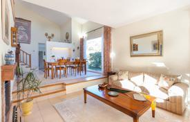 Houses with pools for sale in Calella. Comfortable villa surrounded by a beautiful garden with a terrace, in a quiet area, near the beach of El Masnou, Calella, Spain