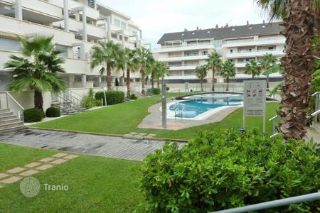 2 bedroom apartments by the sea for sale in Denia. 2 bedroom apartment in fully equipped complex with pool only 200 m to the beach in Denia