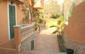 Furnished villa with a private garden, a parking and terraces, Paguera, Spain for 578,000 €